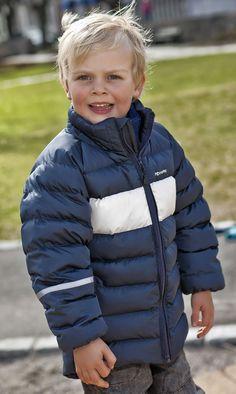 Verdens søteste modell i knalltøff jakke