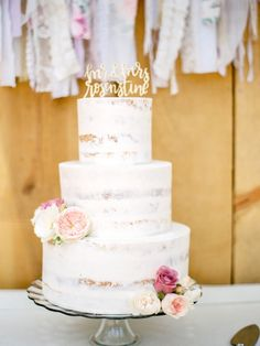 Sugar dusted naked cake: http://www.stylemepretty.com/california-weddings/lake-tahoe-ca/2016/02/01/whimsical-al-fresco-lake-tahoe-wedding-at-the-hideout-inn/ | Photography: Coco Tran - http://www.cocotran.com/