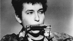 Er hat den Pop, Rock und Blues geprägt wie kaum ein anderer, seine Musik und seine Songtexte haben unzählige Bands beeinflusst: Bob Dylan wird mit dem Nobelpreis für Literatur ausgezeichnet, der höchsten literarischen Ehrung der Welt.