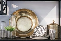 There are basic design principles that should be applied when composing a vignette that's worthy of a double-tap. Basic Design Principles, Shelfie, Minimalist Decor, New Construction, Vignettes, Traveling By Yourself, Decorative Plates, House Styles, Day