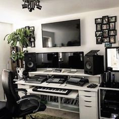 Design ideas for home music rooms and studios 2 Music Studio Decor, Home Recording Studio Setup, Home Studio Setup, Home Studio Music, Studio Ideas, Audio Studio, Home Music Rooms, Music Bedroom, Men Bedroom