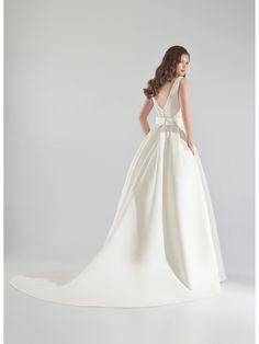 502 - Brides Dress Collection - Pepe Botella