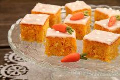 yummy muffin: Kokosovo-mrkvové řezy High Sugar, Cornbread, Sweet Recipes, Cheesecake, Muffin, Food And Drink, Gluten, Pudding, Yummy Food