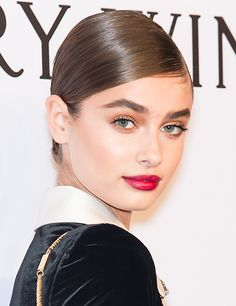 The Age of Bold Brows began somewhere around 2011 with the rise of Cara Delevingne's career. And in case you hadn't noticed, it's still going strong in 2016. So as those of us who went tweezer-happy in the '90s...