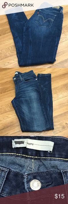 Levi's 535 legging cut super skinny jeans Levis brand skinny jeans, gently worn but still in perfect condition. 27x30. 5 pocket. 535 junior's levis. Levi's Jeans Skinny