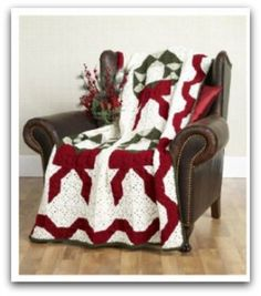 Easy granny square crocheting instructions for Christmas Wreath afghan. Crocheting instructions chart to follow. I can picture pillows with this pattern too! ¯\_(ツ)_/¯