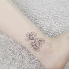 Minimalistic roses on ankle by Tattooist Flower