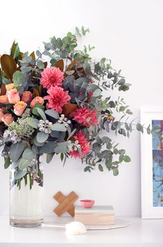 How to choose flowers and arrange them like a florist. Step by step guide.