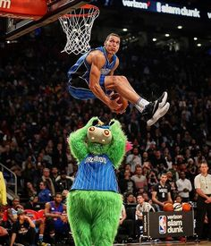 """Air Gordon!  #SlamDunkContest #NBA"""