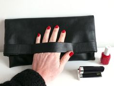 DIY: La pochette facile en simili cuir - Bee made