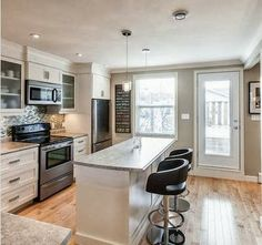 Beautiful modern kitchen with a classic feel, wall color Benjamin Moore HC-172 Revere Pewter