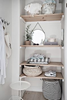 Un premier appartement de rêve - PLANETE DECO a homes world Wooden shelves decorated with mismatched Elle Decor, Narrow Bathroom Storage, Room Inspiration, Interior Inspiration, Home Design, Interior Design, Design Ideas, Studio Interior, Design 24