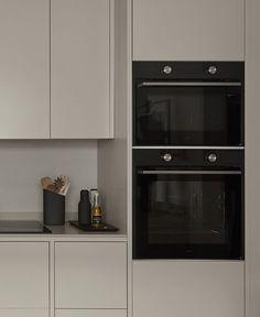 Kitchen Reno, New Kitchen, Kitchen Design, Kitchen Cabinets, Kitchen Appliances, Building A Kitchen, Drawer Inserts, City Living, Home Kitchens