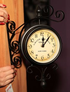 Uhr der Wand VINTAGE GLAS CLOCK Station SEITIGE RETRO Wands, Clocks, Antiques, Vintage, Home Decor, Corning Glass, Wall Clocks, Bed Room, Deco