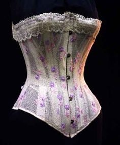 Summer corset with embroidery, late C. This example makes me wonder if the loose weave cotton I have would be strong enough for a corset. It would be neat to try if it did. Vintage Corset, Vintage Underwear, Victorian Corset, Vintage Lingerie, Victorian Fashion, Vintage Dresses, Vintage Outfits, Vintage Fashion, Vintage Wear