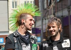 Punks Punk Mohawk, Estilo Punk Rock, Punk Guys, Arte Punk, Crust Punk, Anti Fashion, Punk Rock Fashion, Riot Grrrl, New Romantics
