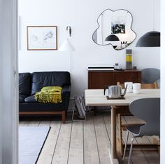 Livingroom + dining area.
