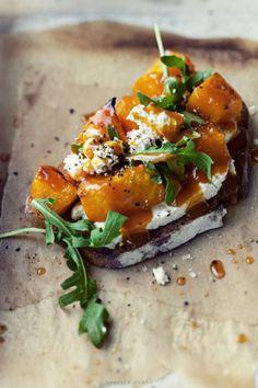intensefoodcravings: Roasted Pumpkin, Cheese and Arugula...