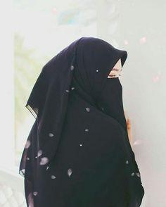 Hijab ia my life and i love allah Hijab Niqab, Muslim Hijab, Mode Hijab, Hijab Outfit, Anime Muslim, Niqab Fashion, Muslim Fashion, Beautiful Muslim Women, Beautiful Hijab