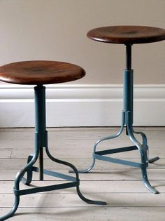 Pair of Vintage Oak Research Stools par OrmstonSaintUK sur Etsy