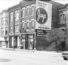North & Leavitt - Chicago ca.1959. Jays Potato Chips, Chicago's favorite, until the manufacturing plant was moved out of Illinois several years ago.