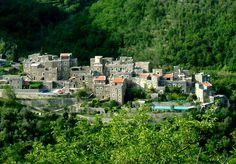 Un pueblo de piedra escondido entre montañas en Italia (Colletta di Castelbianco)