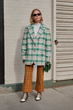 The Street Style Crowd Wore All Types of Blazers at Seoul Fashion Week - Fashionista New York Street Style, Street Style Trends, Autumn Street Style, Street Style Looks, London Street, Tokyo Street Fashion, Seoul Fashion, Workwear Fashion, Fashion Blogs