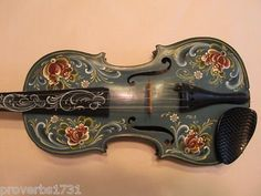 Norwegian Rosemaling Violin. Love the painting,
