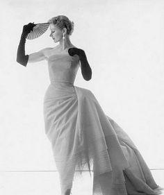 theniftyfifties:    Lisa Fonssagrives wears a strapless evening gown, 1950s.