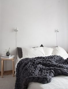 Cozy Scandinavian style bedroom with super chunky dark grey banket from Ohhio. Photo Decordots