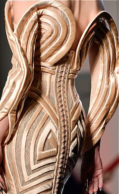 //Jean Paul Gaultier #fashion #details #womenswear