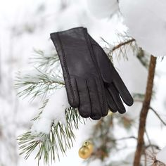 Best Christmas Gift Ideas, Warm Soft Gloves!#giftChristmas #Christmas #wintergloves #sportsgloves #gloves #leathergloves #leathergloveswomen #womengloves #mengloves #handprotection #perstgloves #bestgloves #gloveswool #warmgloves Mens Gloves, Leather Gloves, Leather Suppliers, Nice To Meet, Etsy Seller, Warm, Gift Ideas, Stylish, Trending Outfits