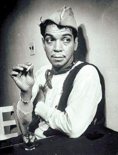 """A casi 20 años de su muerte, Mario Moreno """"Cantinflas"""" llegará en abril próximo a Cannes, Francia, con sus pantalones caídos, su camiseta rota, su gabardina y su peculiar sombrerito, a través de la serie animada """"Las aventuras de Cantinflas""""."""