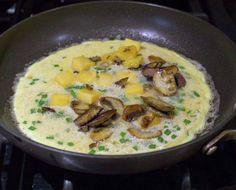 Omelette, receta básica | En Mi Cocina Hoy Cena Keto, Cheeseburger Chowder, Ketogenic Diet, Hummus, Food And Drink, Soup, Chicken, Meat, Ethnic Recipes