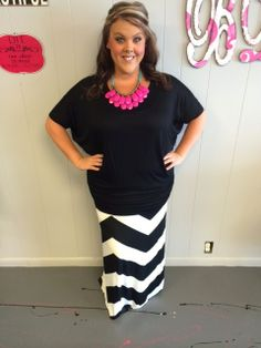 Black and White Maxi Skirt - love this whole outfit #blondellamydean #plussizefashion #plussize #curves