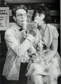 Harold Lloyd and Bebe Daniels of silent movies eating ice cream.