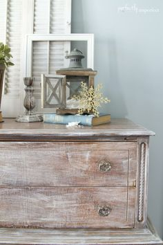 Perfectly Imperfect Christmas Home Tour Distressed Furniture Painting, Painted Furniture, Interior Styling, Interior Decorating, Decorating Ideas, Decor Ideas, Christmas Home, Christmas Vignette, Christmas Crafts
