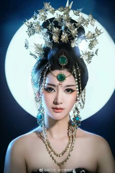 Beauty - is a combination of physical attractiveness, personality, culture, Oriental Fashion, Asian Fashion, Chinese Kimono, China Girl, Jolie Photo, Chinese Culture, Beautiful Asian Women, Traditional Dresses, Asian Woman