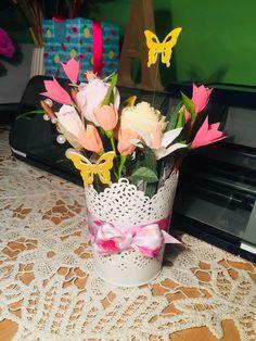 #paperflowers #crepepaperflowers Crepe Paper Flowers, Glass Vase, Bouquet, Table Decorations, Home Decor, Decoration Home, Bunch Of Flowers, Interior Design, Home Interior Design