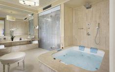 Hotel Brunelleschi has chosen Glass Design vessel sink in silver for gorgeous bathroom./Oval glass vessel sinks 2/Photo credit: Glass Design