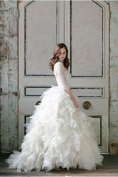 ♢ Beautiful gown. Ruffled layers to create a stunning train. With simple, sleeved lave bodice. Stunning.
