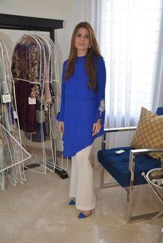 Look of the Day: Amber Gohar - Sunday Pakistani Fashion Party Wear, Pakistani Dresses Casual, Pakistani Dress Design, Casual Dresses, Fashion Dresses, Women's Fashion, Fancy Dress Design, Stylish Dress Designs, Kurta Neck Design