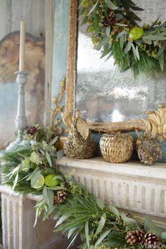 Veranda Holiday Decor 2012 . http://aflippenlife.blogspot.com/2014/12/decorating-with-citrus.html?view=mosaic