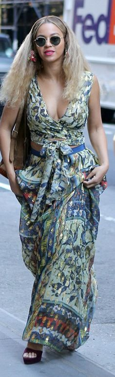 Who made  Beyonce Knowles' round sunglasses, print maxi skirt, green wrap skirt? Alberta Ferretti.