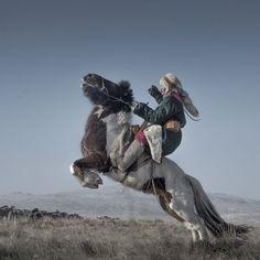 馬に乗る男