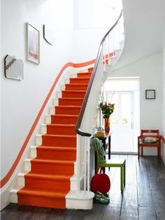 by London, U. The orange runner demands our attention, but it's the matching stripe of paint tracing the stairway's sweeping curve that sets these stairs design interior design house design home design Paint Runner, Houses Architecture, Classical Architecture, Interior Architecture, Orange Rooms, Color Of The Day, Painted Stairs, Painted Staircases, Paint Stripes