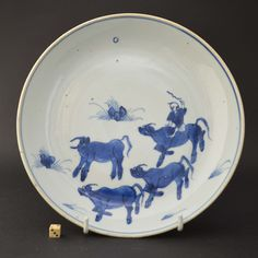 A Ming Blue and White Porcelain Dish, Tianqi (1621-1627) or Chongzhen (1627-1644) Made for the Japanese Market c.1620-1630.