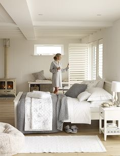 white out minimalist bedroom. I want something like this with a bright pop of color