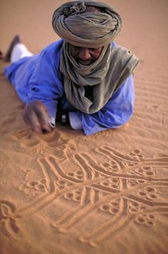 Algeria, Acacus desert, bedouin drawing Three Gazelles in the sand (by micmol ) Desert Dream, Desert Life, We Are The World, People Around The World, Beautiful World, Beautiful People, Arabian Nights, Marrakesh, North Africa