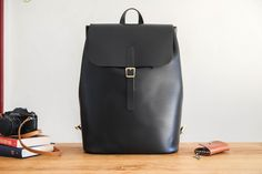 Vicus Pelle - this handmade leather backpack it's your best companion to make every kind of walk, through the city or at the mountain. handmade from start to finish, using tradictional handcrafting technique.